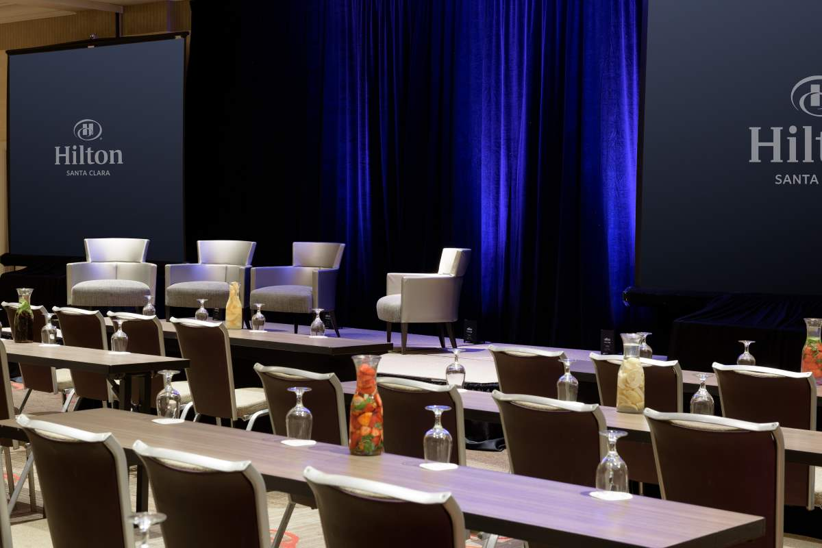http://hiltonsantaclara.com/wp-content/uploads/2018/11/HSC-corporate.classroom-set-in-sierra-ballroom-small-3.jpg
