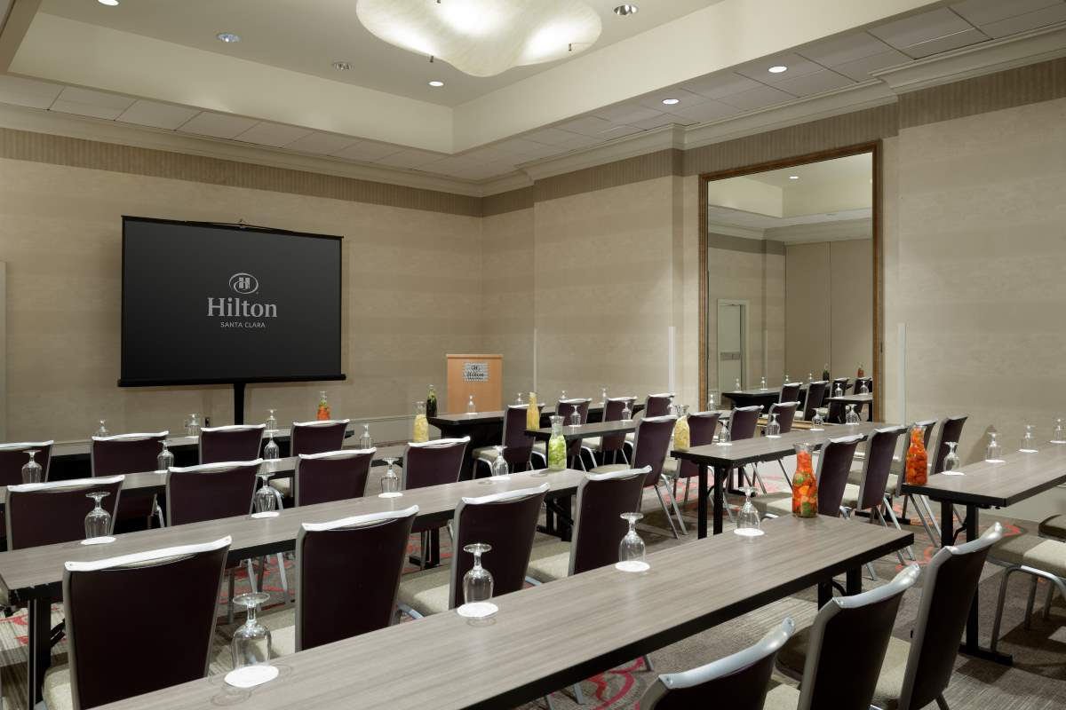 http://hiltonsantaclara.com/wp-content/uploads/2018/11/HSC-corporate.classroom-set-in-sierra-ballroom-small-5.jpg