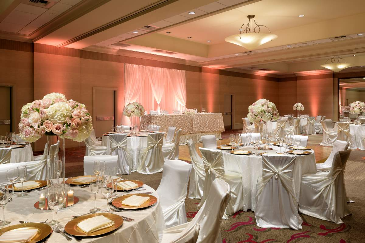 https://hiltonsantaclara.com/wp-content/uploads/2018/11/HSC-wedding.social-set-in-sierra-ballroom-1.jpg